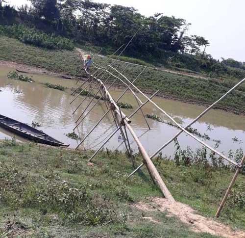 সুনাই নদীতে ব্রীজ না থাকায় দুর্ভোগে ৩ উপজেলার মানুষ