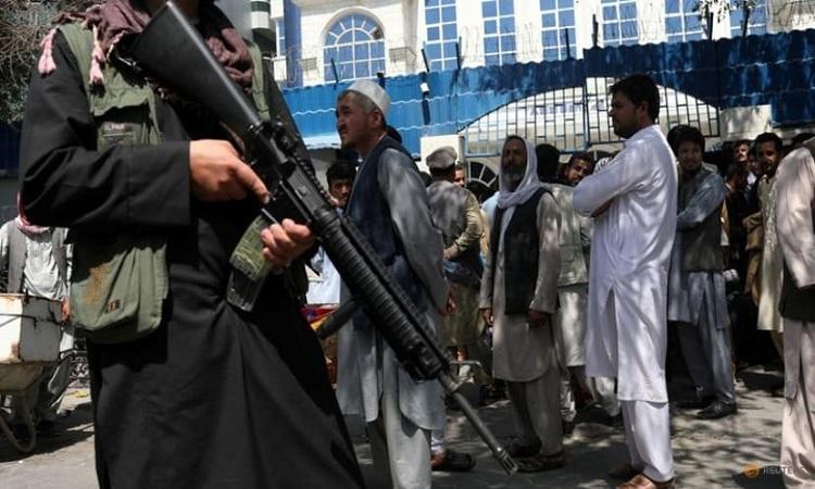 যুক্তরাজ্যের ই-মেইল ফাঁসের ঘটনায় 'ঝুঁকিতে' ২৫০ আফগান দোভাষী